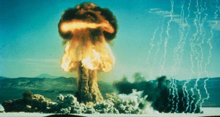 Nuvem após teste nuclear americano em 17 de janeiro de 1962