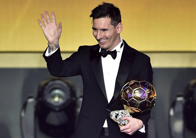 Com a conquista desta segunda-feira, Messi chegou à sua quinta Bola de Ouro, aumentando a vantagem sobre os rivais