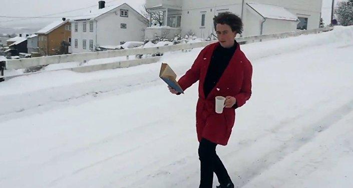 Como beber café de manha mostra um razpaz da Noruega Trym Nordgaard