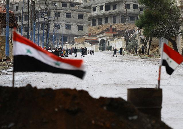 Bandeiras da Síria na cidade de Madaya, em 14 de janeiro