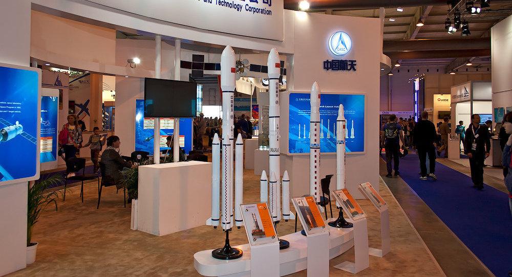 Exibição de modelos pequenos de foguetes chineses
