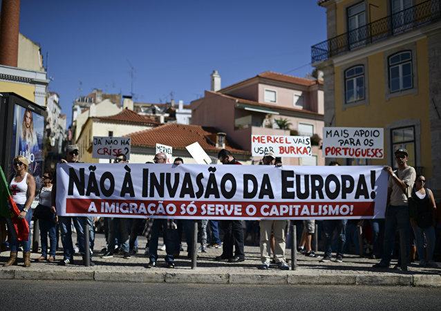 Portugueses protestam contra entrada de refugiados na Europa