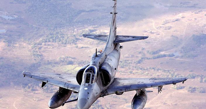 Um A-4 Skyhawk, da Força Aérea da Argentina, durante os exercícios conjuntos Cruzeiro do Sul en 2006