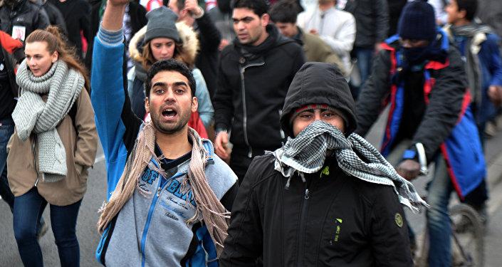 Imigrantes no porto francês de Calais