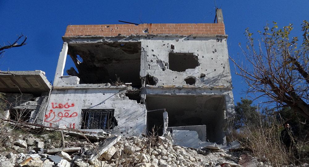 Ruinas de um prédio na cidade de Salma, libertada do Daesh