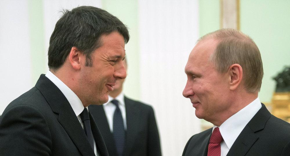Premier italiano, Matteo Renzi, em encontro com o presidente russo, Vladimir Putin