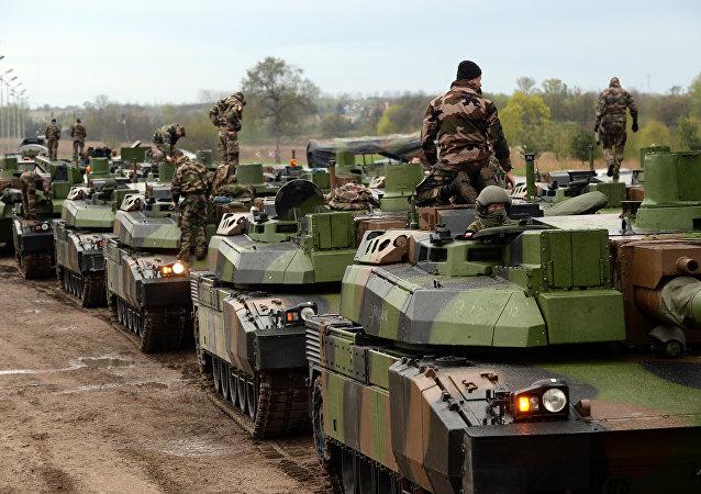 Tropas da OTAN participam dos exercícios militares de 7 semanas em Drawsko Pomorskie, Polônia, 28 de abril de 2015