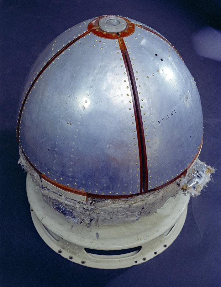 O aparelho espacial Luna-9
