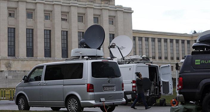 Equipes de TV em frente à sede europeia da ONU em Genebra