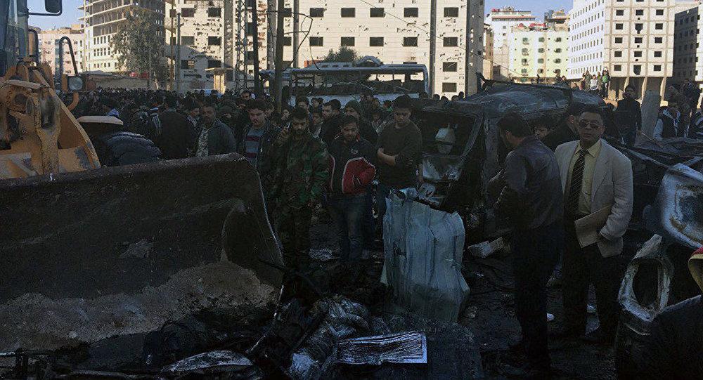 Cenário de destruição após ataque terrorista no distrito xiita de Sayyidah Zaynab, em Damasco