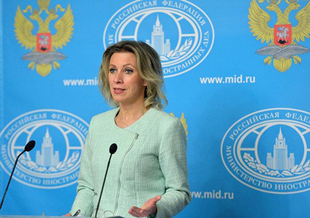 Representante oficial do Ministério das Relações Exteriores russo, Maria Zakharova, durante a entrevista coletiva da chancelaria, 4 de fevereiro de 2016