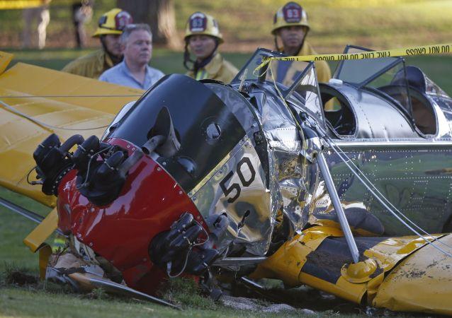 Harrison Ford se fere em acidente de avião