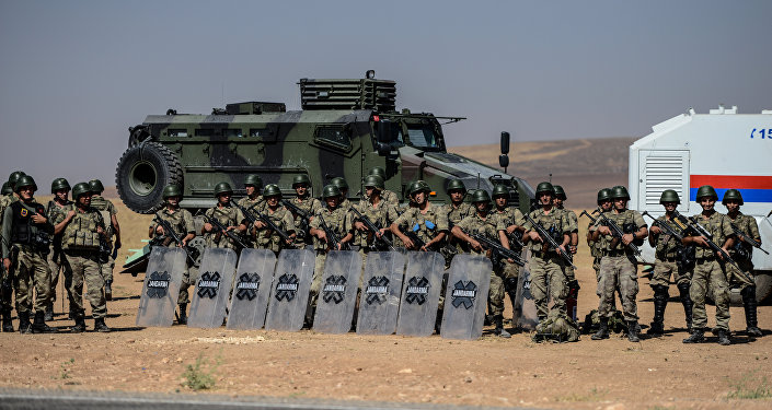 Soldados turcos perto da fronteira sírio-turca, Sanliurfa, Turquia, 4 de setembro de 2015