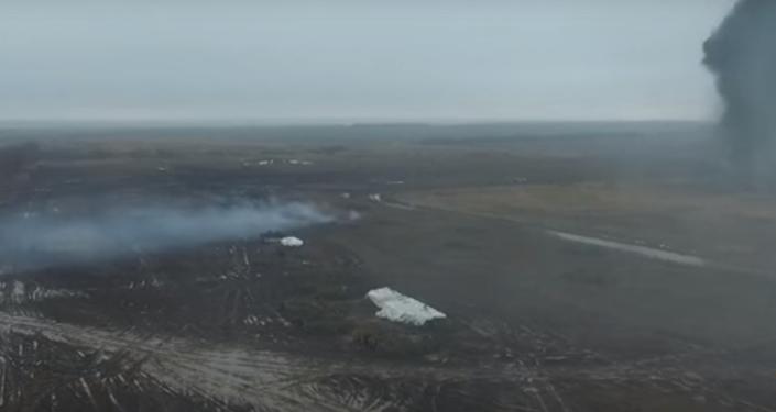 Preparado para a defesa: drone filma exercícios militares em Donbass