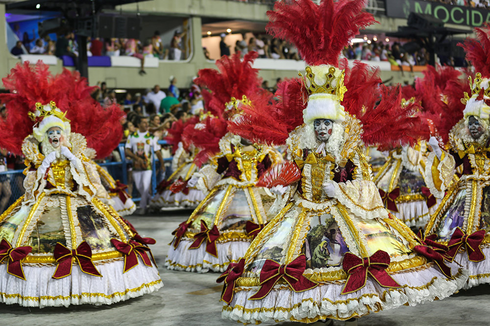 O show de cores da Unidos de Padre Miguel, da Série A do Carnaval Carioca, na Marquês de Sapucaí, em 6 de fevereiro de 2016