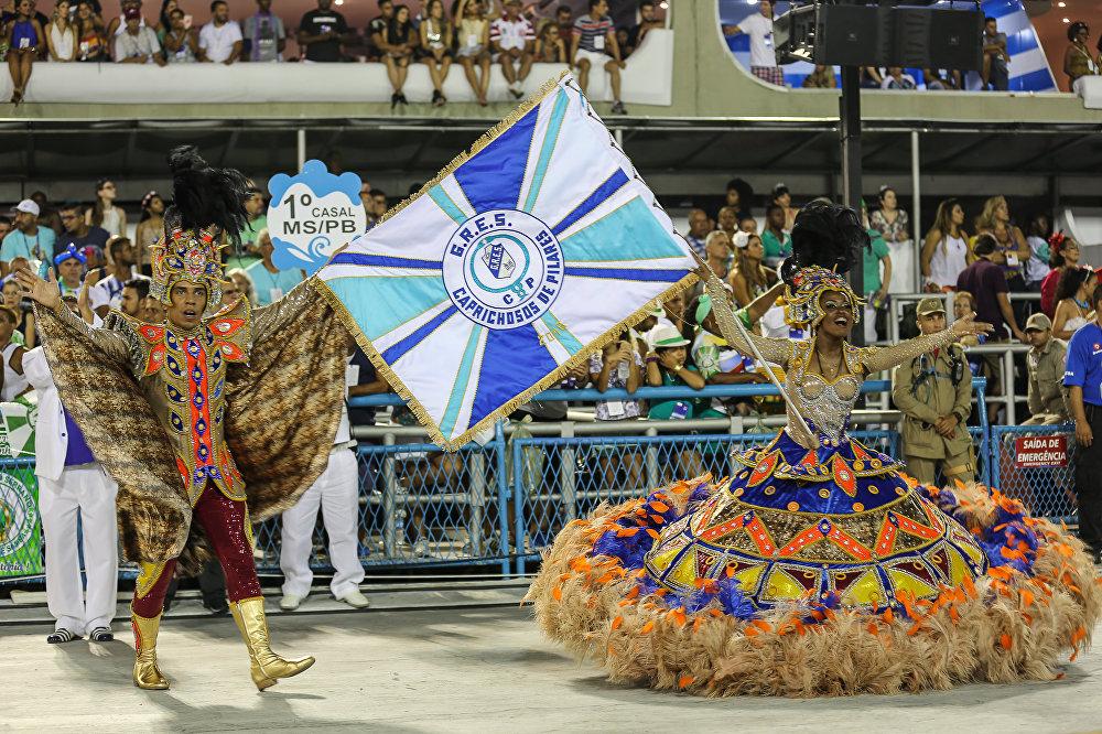 Casal de mestre-sala e porta-bandeira da Caprichosos de Pilares, da Série A do Carnaval Carioca, na Marquês de Sapucaí, em 6 de fevereiro de 2016