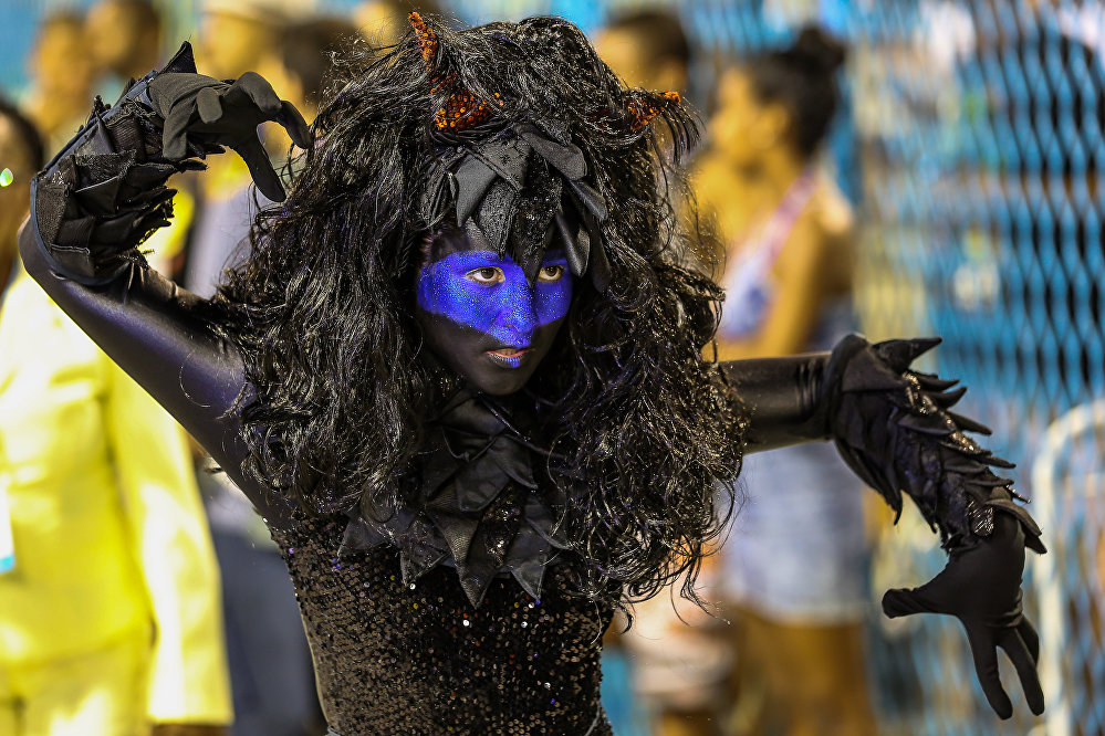 Destaque do Paraíso do Tuiuti, da Série A do Carnaval Carioca, na Marquês de Sapucaí, em 6 de fevereiro de 2016