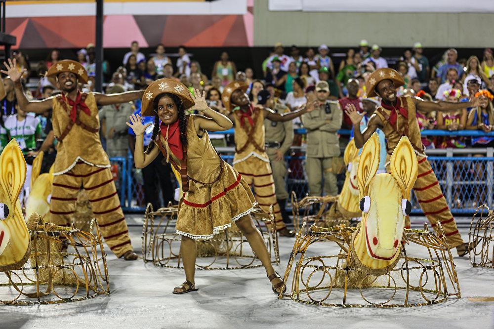 Fantasias da União do Parque Curicica, da Série A do Carnaval Carioca, na Marquês de Sapucaí, em 6 de fevereiro de 2016