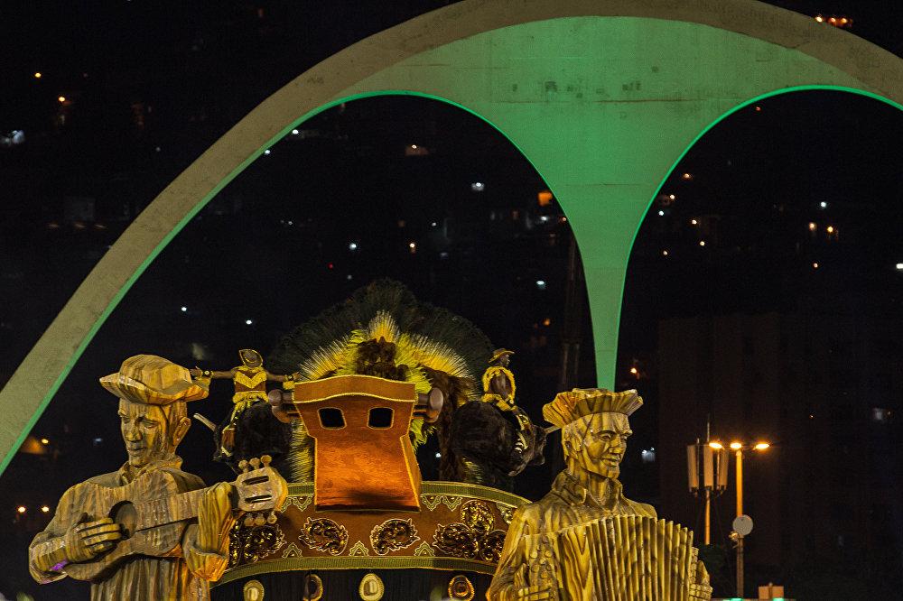 Passarela do samba iluminada no desfile da Imperatriz