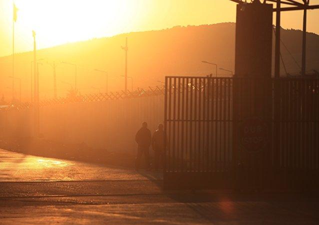 Fronteira turco-síria, fechada do lado turco, na madrugada da segunda-feira, dia 8