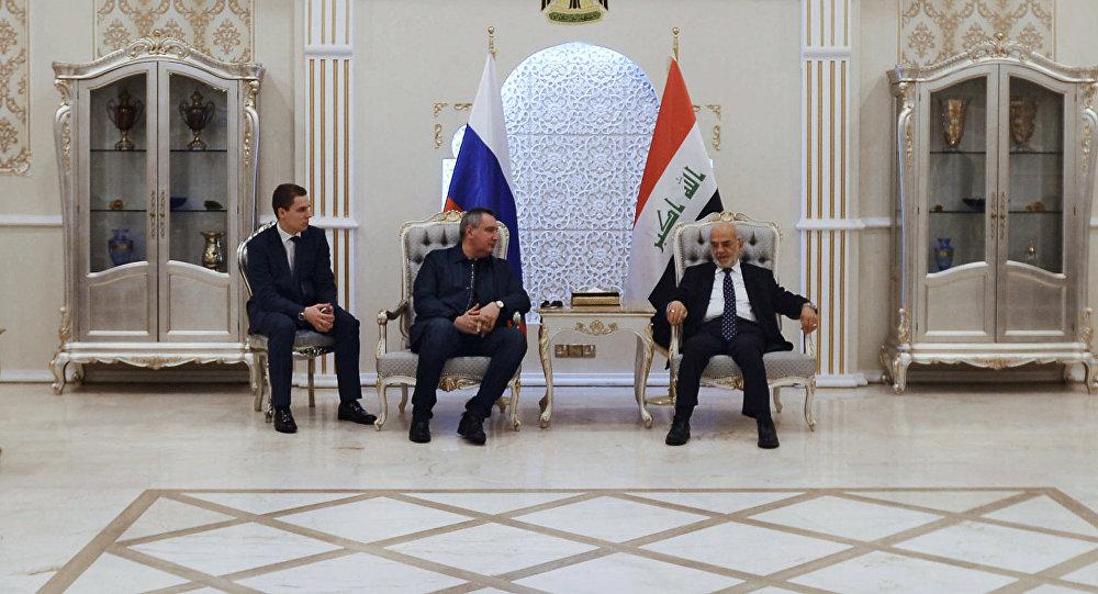 O vice-premier russo Dmitry Rogozin em visita ao Iraque, ao lado do chanceler iraquiano Ibrahim al-Jaafari