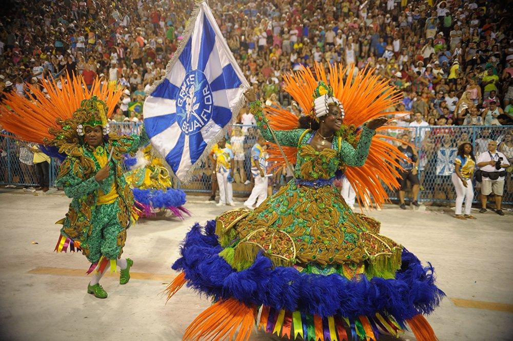 O casal de mestre-sala e porta-bandeira da Beija-Flor volta à Sapucaí para o Desfile das Campeãs