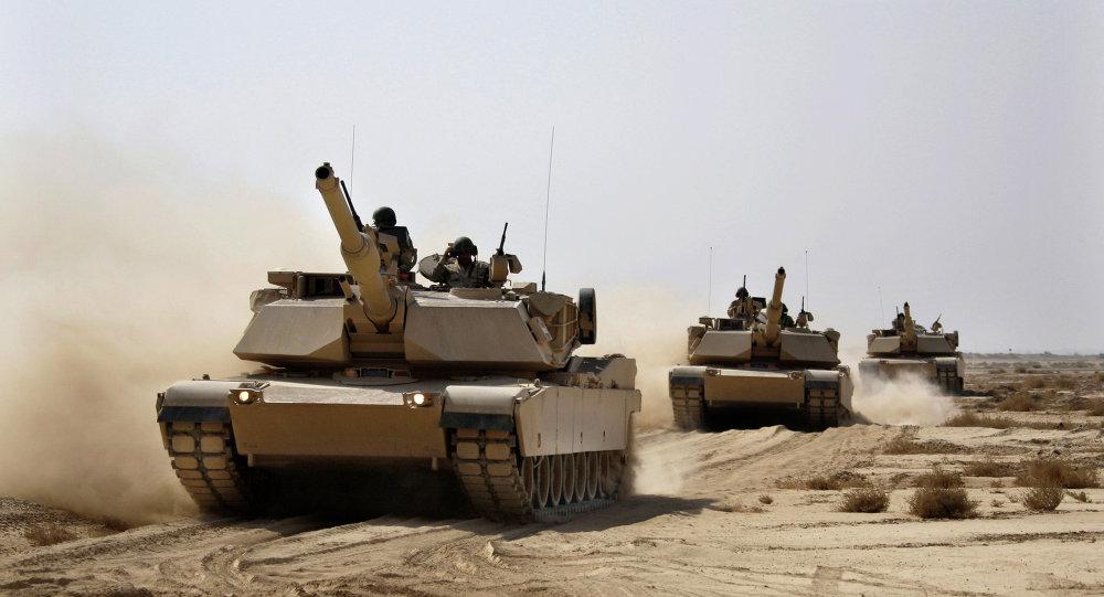 Tanques M1 Abrams, do exército iraquiano, comprados dos Estados Unidos, em manobras próximos de Bagdá.
