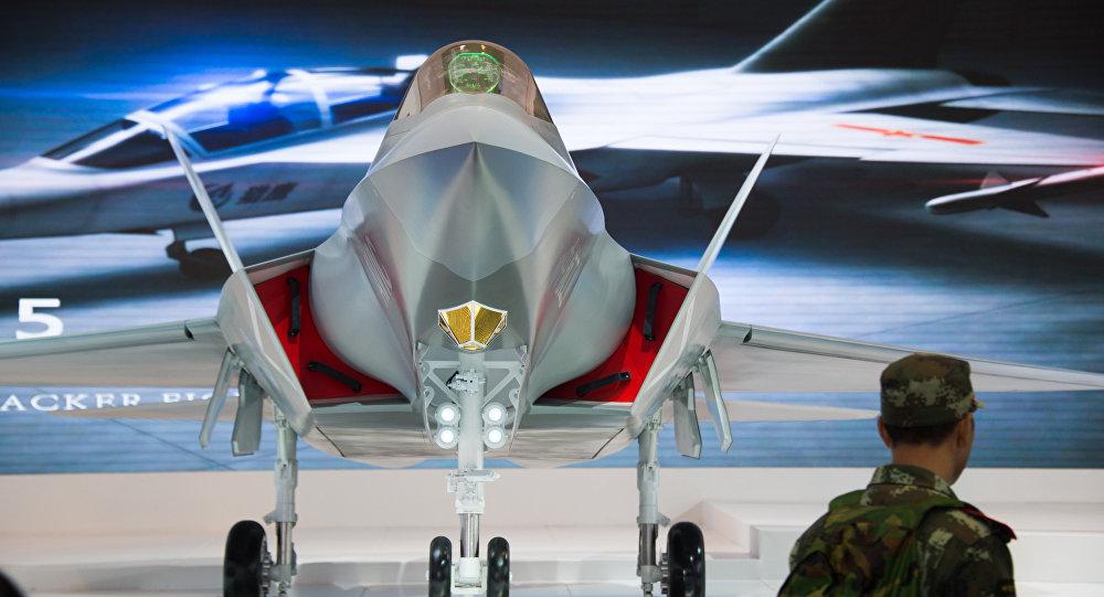 Novo caça não tripulado chinês J-31