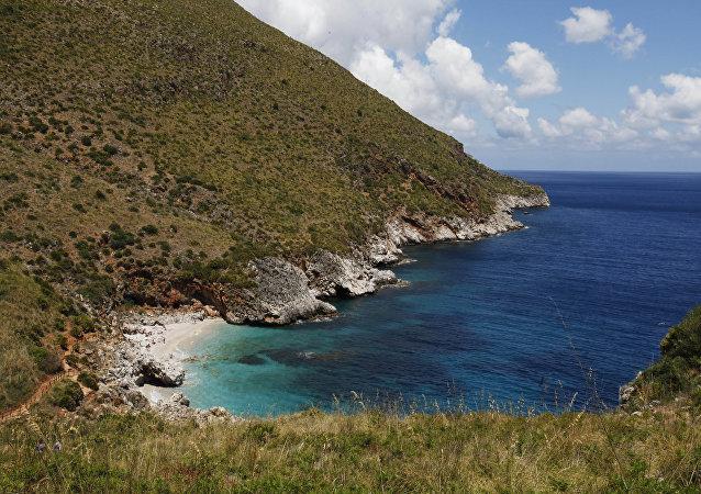 Costa da ilha de Sicília, Itália