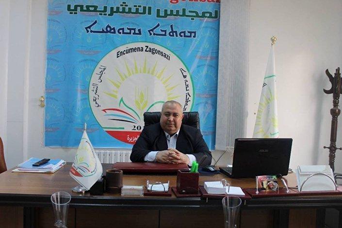 Hakem Xalo, copreisidente do Conselho Legislativo do cantão curdo de Cezire na Síria