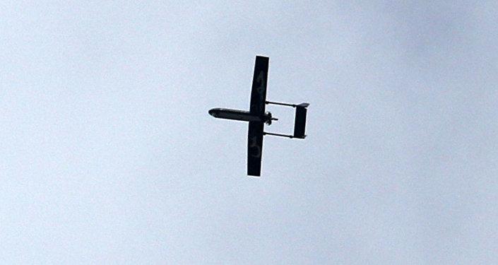 Drone pertencente às Brigadas Ezzedine al-Qassam, braço armado do Hamas, voa sobre Gaza