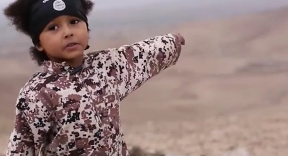 Jihadista Júnior no vídeo mais recente do Daesh