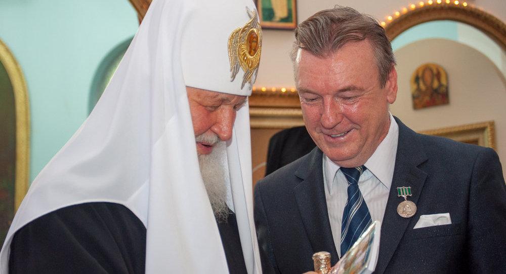Entrega do livro A IMIGRAÇÃO RUSSA NO BRASIL ao Santíssimo Patriarca de Moscou e toda Rússia Kirill, São Paulo, 21.02.16