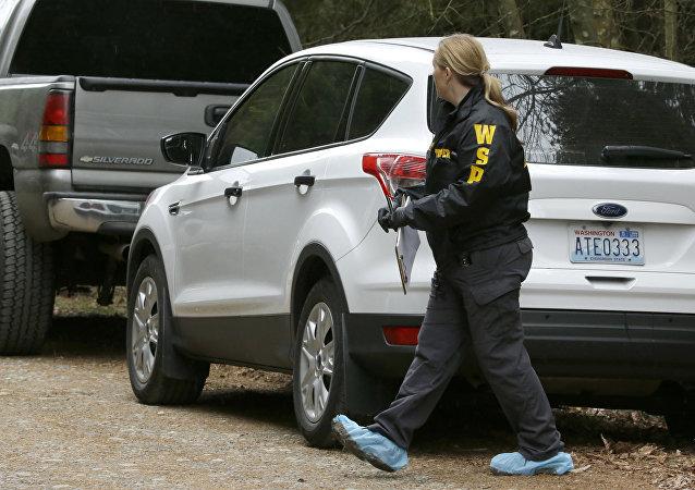 Polícia do estado de Washington no local de um tiroteio em Belfair, EUA