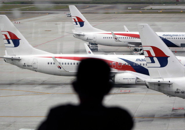 Aviões da Malaysia Airlines no aeroporto internacional de Kuala Lumpur em Malásia