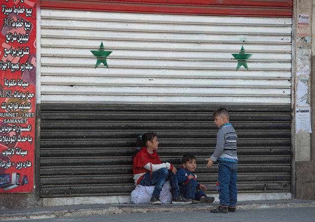 Crianças em uma das ruas de Damasco no primeiro dia de trégua, Síria, 27 de fevereiro de 2016