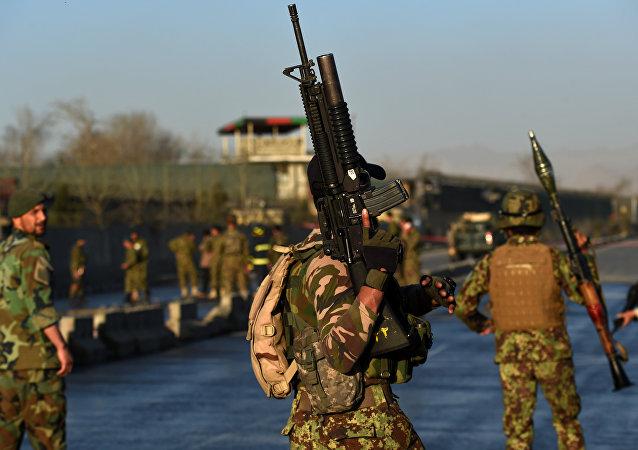 Forças de segurança do Afeganistão depois de um atentado em 27 de fevereiro