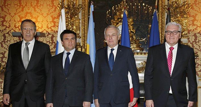 Ministros das Relações Exteriores do quarteto da Normandia - a partir da esquerda: Sergei Lavrov (Rússia), Pavlo Klimkin (Ucrânia) Jean-Marc Ayrault (França) e Frank-Walter Steinmeier (Alemanha)