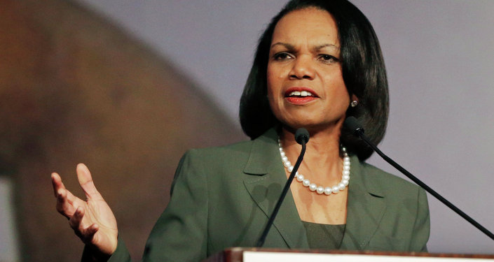 """A ex-secretária de Estado dos EUA, Condoleezza Rice, declarou que os cidadãos da Ucrânia devem reclamar menos e tomar mais a responsabilidade pra si, """"ajudando aqueles que tem menos""""."""