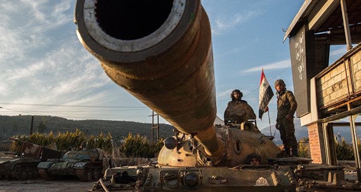 Soldados do exército da Síria perto da cidade de Kessab na fronteira sírio-turca