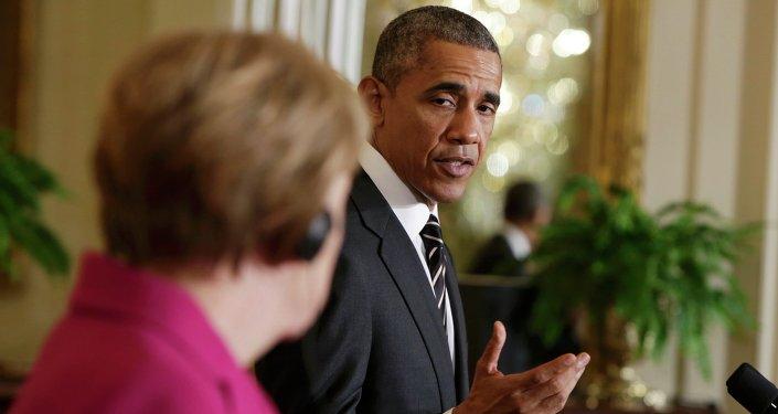Barack Obama discursa na Casa Branca em companhia de Angela Merkel, 9 de fevereiro de 2015