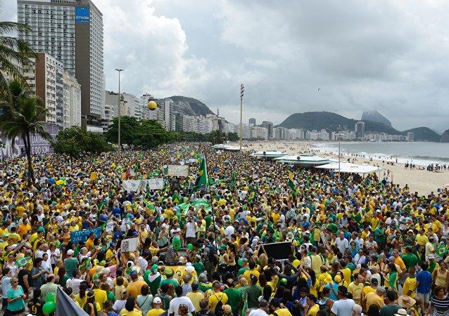 Protestos contra a presidente do Brasil, Dilma Rousseff, em Copacabana