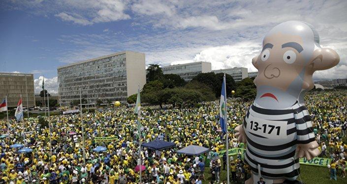 Bonceo inflável 'Pixuleco' do ex-presidente Luiz Inácio Lula da Silva