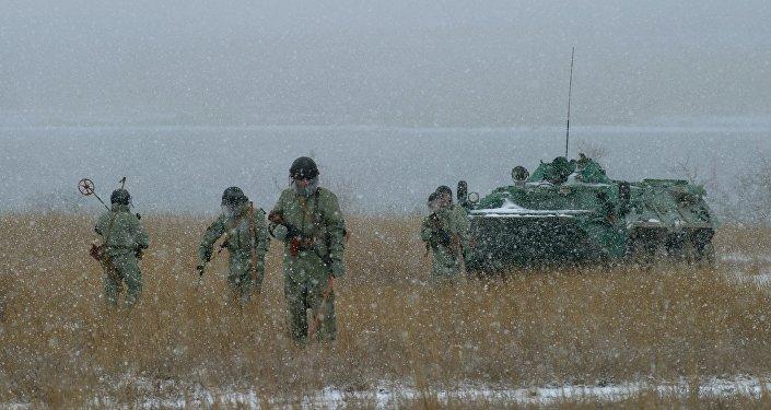Sapadores russos do serviço da Frota do mar Negro durante os exercícios na Crimeia, Rússia
