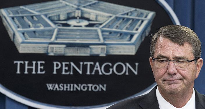Secretário de Defesa norte-americano Ashton Carter durante a entrevista coletiva, Washington, EUA, agosto de 2015