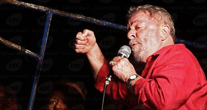 Lula participando de ato contra impeachment em São Paulo (arquivo de 18 de março de 2016)