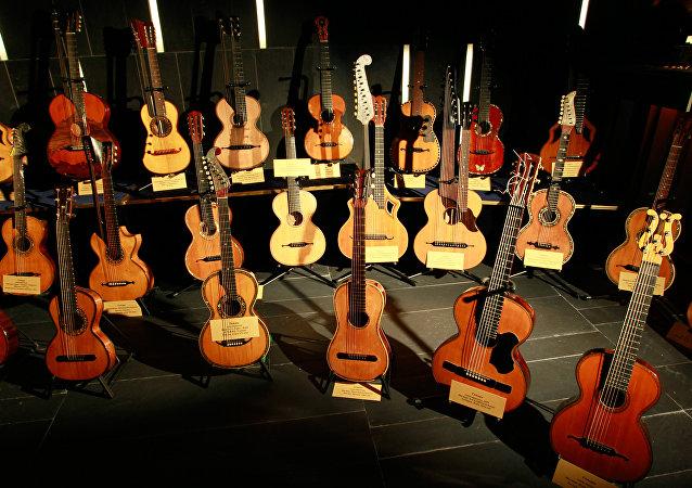 Há pessoas que colecionam violões de 7 cordas