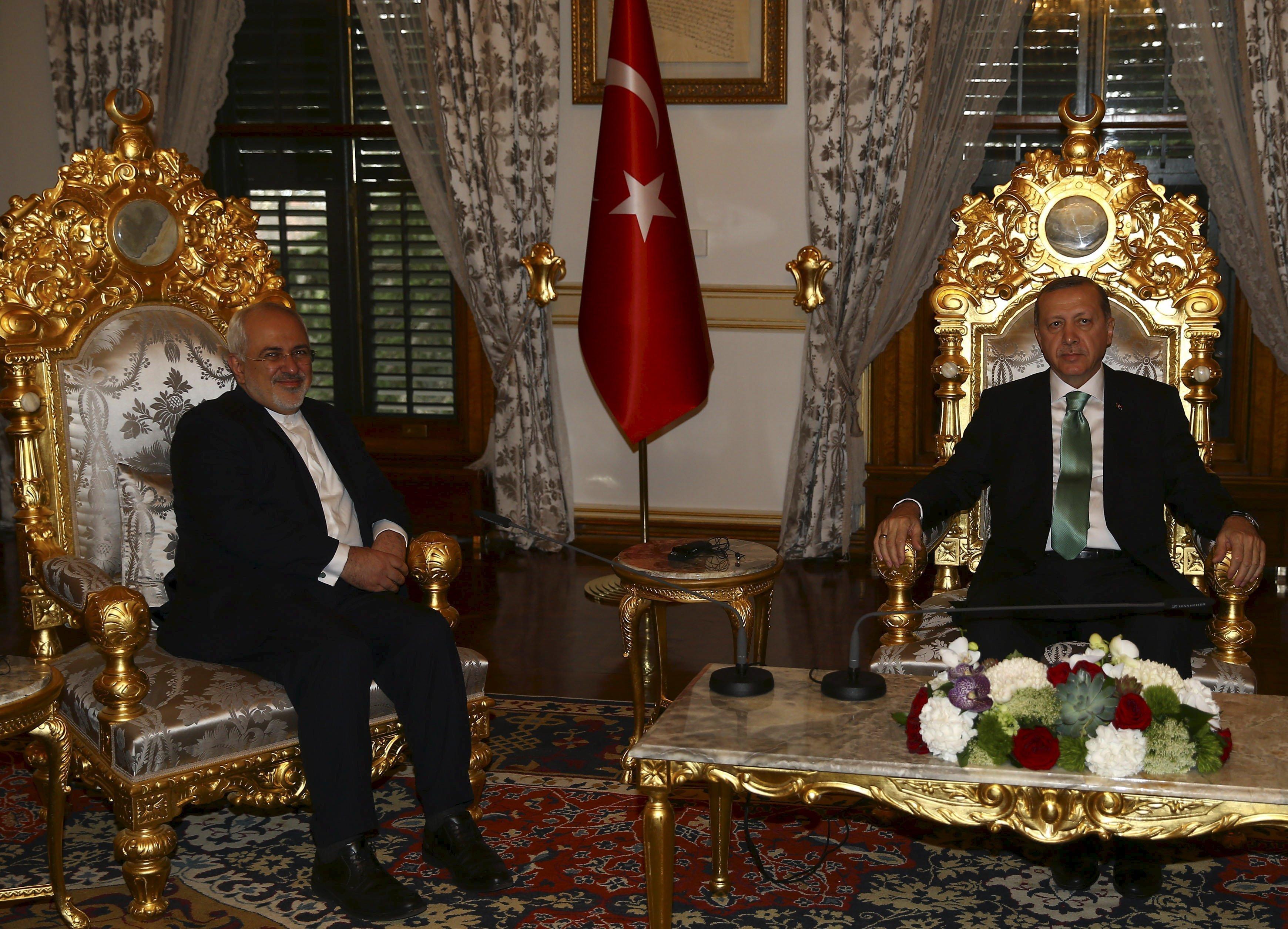 Presidente da Turquia, Tayyip Erdogan encontra-se com o ministro do Exterior do Irã, Mohammad Javad Zarif, em Istambul, Turquia, 19 de março de 2016