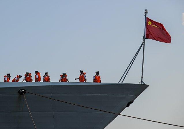 Navio chinês entra no porto de Havana, Cuba, 25 de novembro de 2015