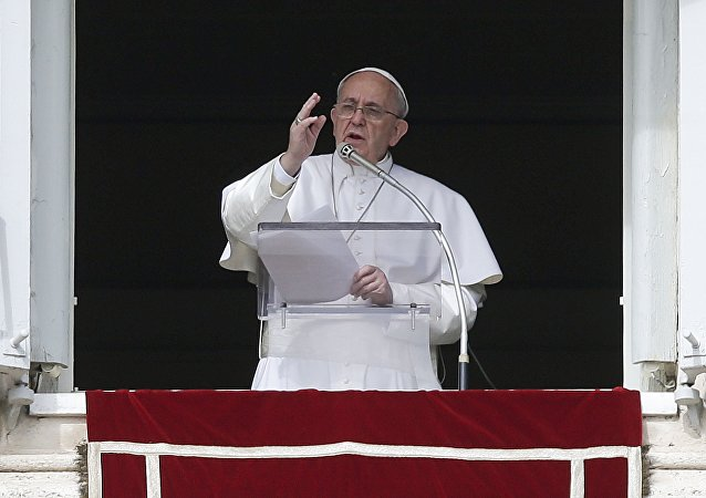 Papa Francisco durante oração (arquivo)